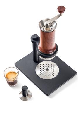 Aram Espresso Maker + Stahlständer (gelbliches Holz)